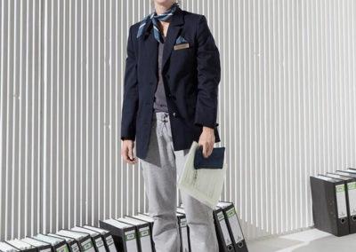 Die Flughafenmitarbeiterin wurde von Friederike Brecht gespielt. © Felix Grünschloß / Schauspiel Frankfurt