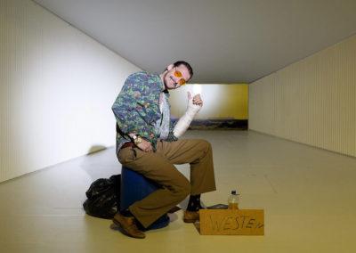 """""""Ein Hund namens Dollar"""" ist der Titel des dritten Monologes, der von Teresa Präauer verfasst wurde. © Felix Grünschloß / Schauspiel Frankfurt"""