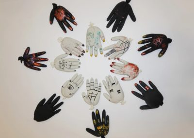 Surreale Hände, Arbeiten der Intensivklasse Elisabethenschule © KUNSTHALLE SCHIRN FRANKFURT/Elisabethenschule