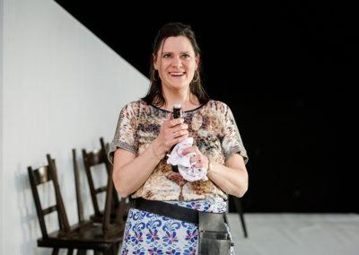Christina Geisse verkörperte die Wirtin Branka. © Felix Grünschloß / Schauspiel Frankfurt