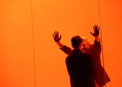 """Simon Stones """"Eine griechische Trilogie"""" war das zweite Stück im Rahmen der """"Exzellenzreihe"""", das ab dem 11.10.2018 am Berliner Ensemble zu sehen war. V. l. n. r. Carina Zichner, Aljoscha Stadelmann © Thomas Aurin"""