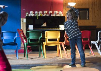 """Bewegung und Farbe als wichtige Elemente in der """" Little Piano School"""" © Mark Wohlrab"""