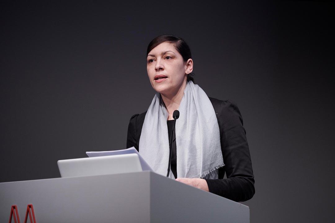 Die Philosophin Nassima Sahraoui moderierte den zweiten Tag des Symposiums. © Nicolas Wefers