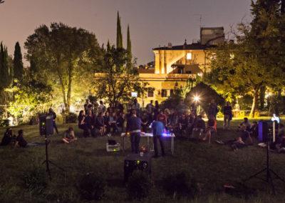 Gartenkonzert bei Nacht © Ilan Zarantonello / OKNOstudio