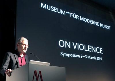 """Am 2. und 3. März 2019 fand das erste """"MMK Symposium"""" im Museum MMK für Moderne Kunst in Frankfurt statt. Internationale Expertinnen und Experten sprachen über das Thema Gewalt. © Laura Teixeira"""
