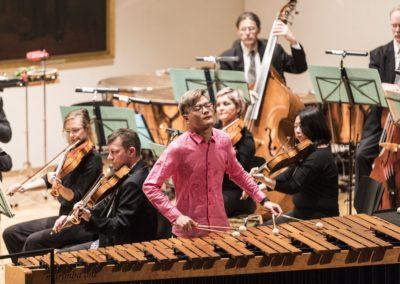 Zitang Weng, ebenfalls Student der Schlagzeugklasse von Prof. Rainer Römer, ergänzte das Konzert © Daniel Regel / Stadttheater Gießen