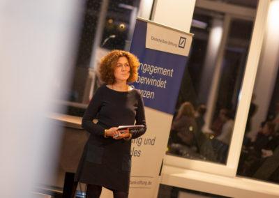 Moderiert wurde die Veranstaltung von Alice Engel (hr Info). © Christina Weiß/Deutsche Bank Stiftung