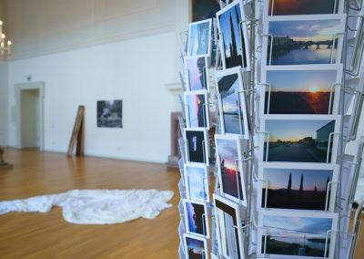 """Arbeit von Andrea & Matei Bellu, """"Reihe mikrohistorischer Ereignisse:  Sonne, untergehend"""", 2018, Kalenderstudien, #4, Postkarten © Villa Romana e. V. / Thorsten Schomeier"""