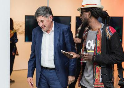 Negga Dou Tamba, Musiker, Aktivist, Gärtner aus Tambacounda im Gespräch mit dem ifa-Generalsekretär Ronald Grätz © Victoria Tomaschko