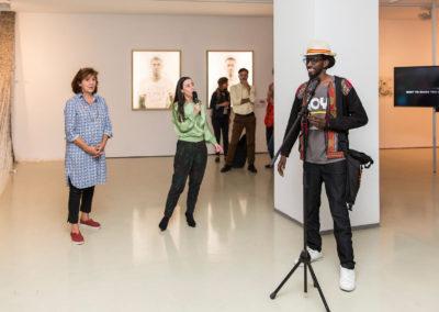 v. r. n. l.: Negga Dou Tamba mit Inka Gressel, Leiterin ifa-Galerie Berlin, und Angelika Stepken © Victoria Tomaschko