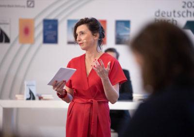 Die Moderatorin Cécile Schortmann führte durch den Abend. © vntr.media